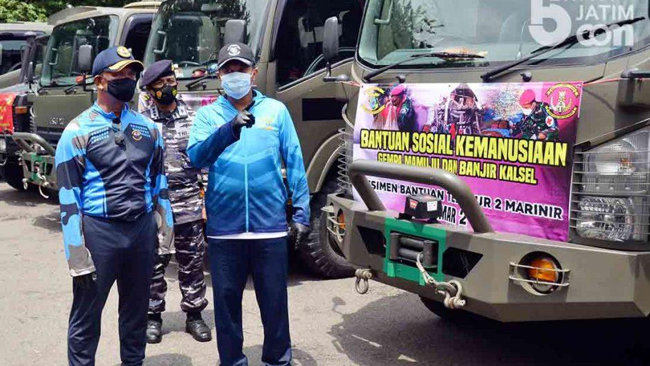 Komandan Pasmar 2 Serahkan 12 Truk Bahan Makanan untuk Korban Bencana